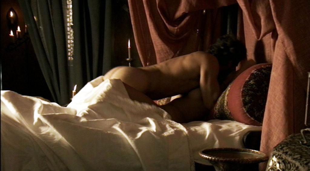 Escena del cap%C3%ADtulo 7 de Isabel en la que Rodolfo Sancho est%C3%A1 con su amante. TVE confirma la 2ª temporada de Isabel