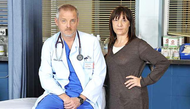 Blanca Portillo junto a Jordi Rebell%C3%B3n protagonista principal de Hospital Central. Muertes y tiroteo de 5 personajes en la despedida de Hospital central