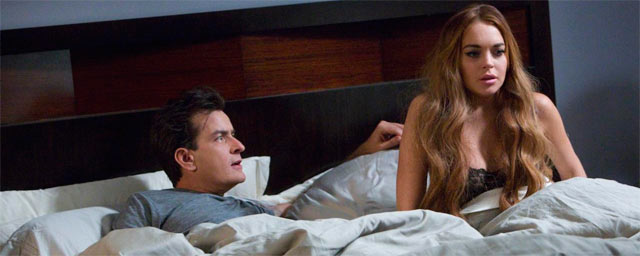 Lindsay Lohan seduce a Charlie Sheen en Anger Management Lindsay Lohan y Charlie Sheen, romance en Anger Management