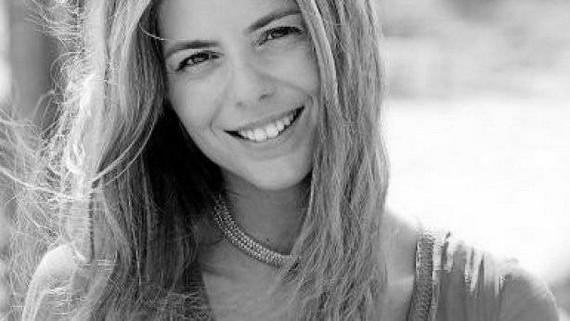 Manuela Velasco Copiar Manuela Velasco se une a Galerías Vélvet