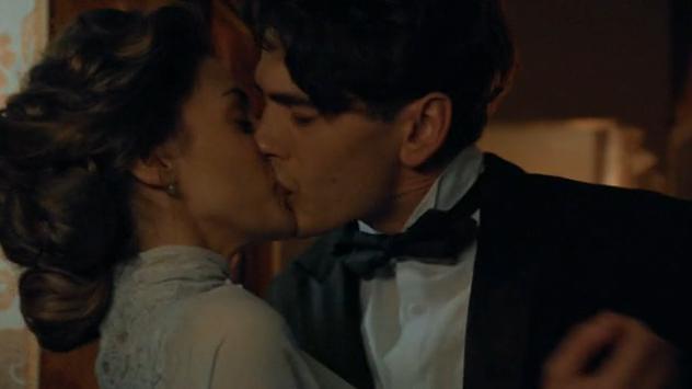 Amaia Salamanca y Yon González en 'Gran Hotel'.