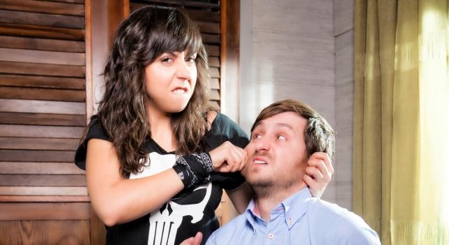 Raúl Arévalo y Carmen Ruiz en la serie 'Con el culo al aire'.