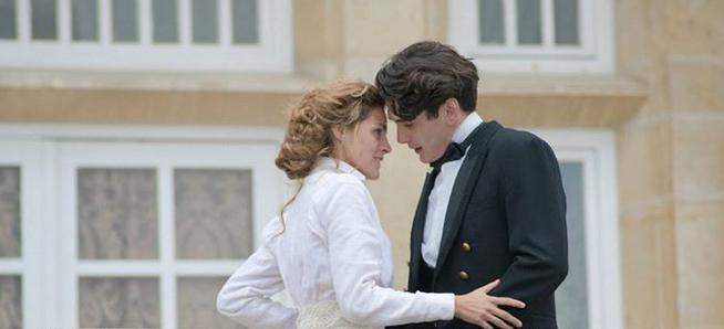 Amaia Salamanca y Yon Gonz%C3%A1lez en una escena del desenlace de la serie Gran Hotel. Gran Hotel 3x22: Cólera