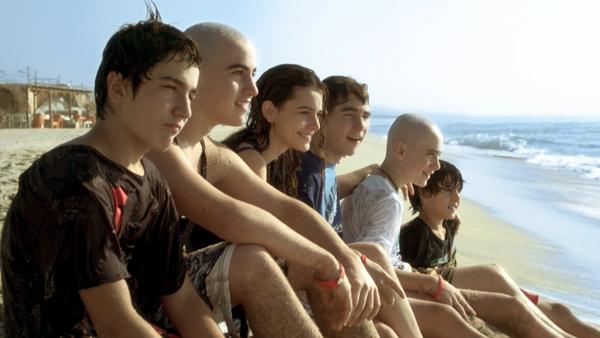 El elenco protagonista de la serie 'Pulseras Rojas' que emite A3