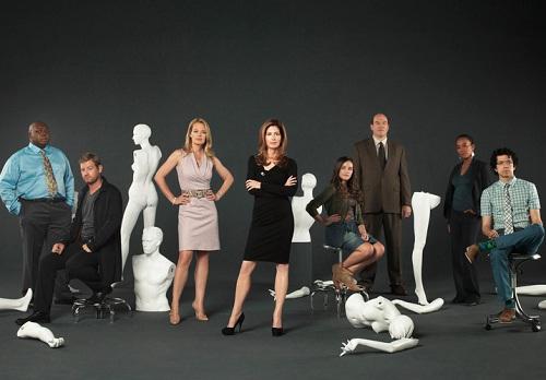 Dana Delyne y el elenco de la serie 'El cuerpo del delito'.