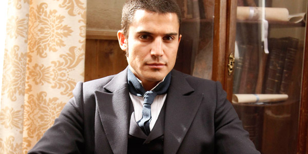 Álex González en la serie 'Tierra de lobos'.