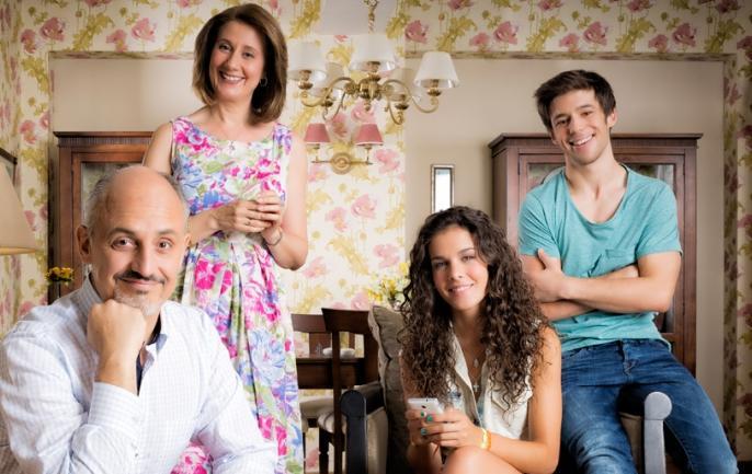 Esperanza Elipe Alberto Jim%C3%A9nez Sandra Bl%C3%A1zquez e Ignacio Montes una familia bien de Vive cantando. Vive cantando 1x03