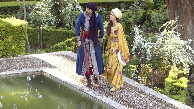 Roberto Enríquez y Alicia Borrachero en una de las escenas de 'Isabel'.