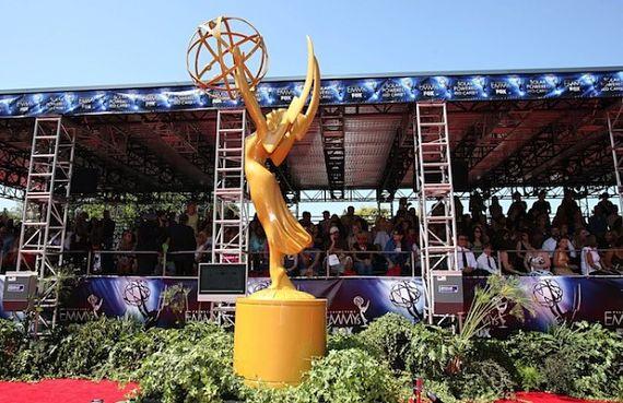 Enorme escultura de un premio Emmy