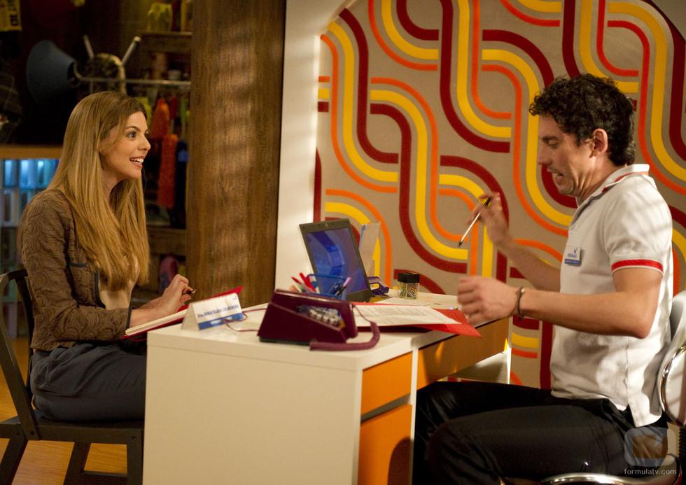 Manuela Velasco junto a Paco León en una escena de 'Aída'.