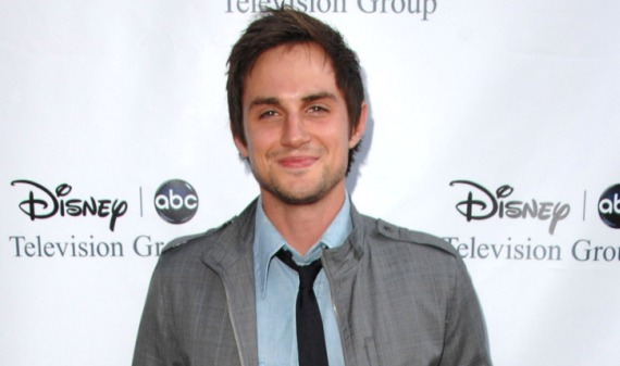 west Andrew J. West se une al elenco de The Walking Dead