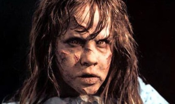 Esta niña endemoniada quiere colarse en tu casa