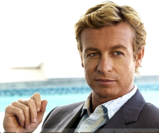 Simon Baker interpreta a Patrick Jane