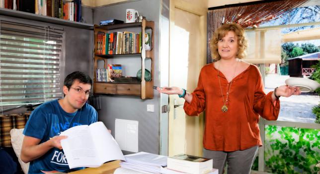 Ana Wagener (Charo) y Javier Antón (Roberto) son dos de los fichajes de 'Con el culo al aire'.