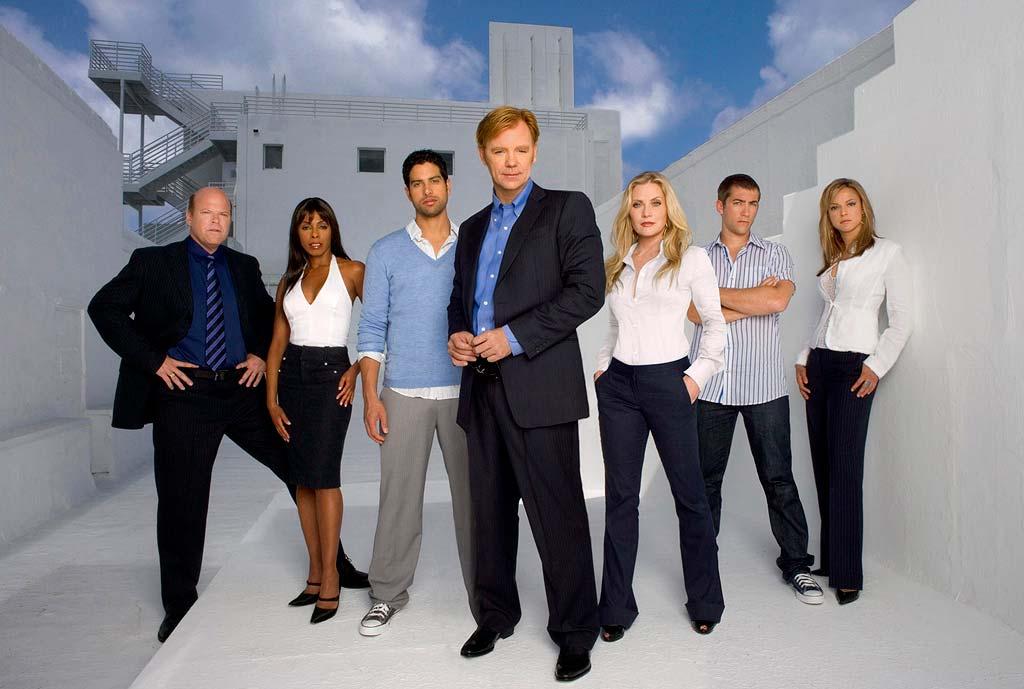 David Caruso acompañado del reparto de 'CSI, Miami'.