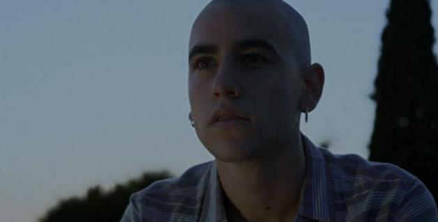 Lleó (Àlex Monner) protagoniza la serie 'Pulseras Rojas'.