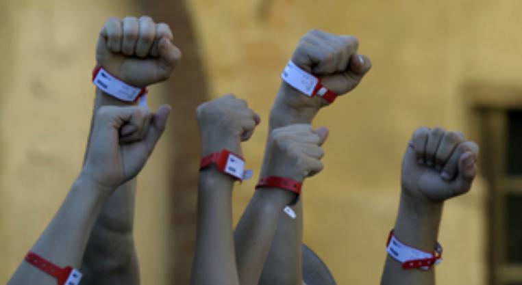 Lleó (Àlex Monner) quiere que los 'Pulseras Rojas' vuelvan a ser el grupo que eran