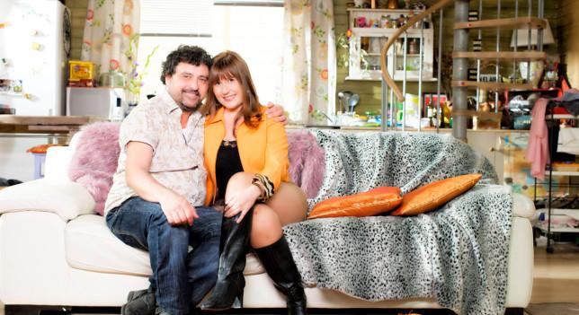 Paco Tous es Tino, Natalia Roig es Alicia en 'Con el culo al aire'.