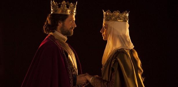 Rodolfo Sancho y Michelle Jenner en una escena de 'Isabel'