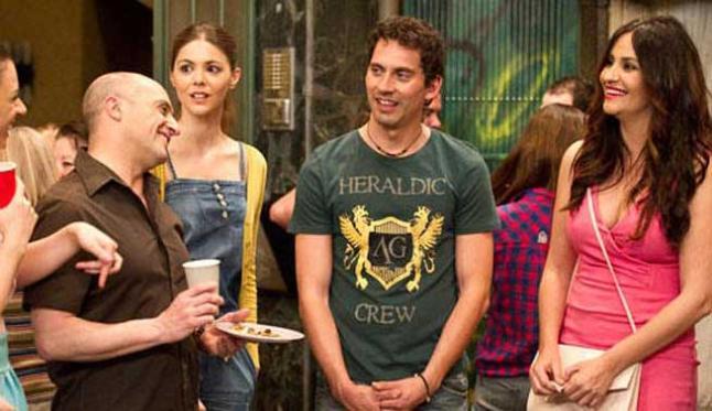 Pepe Viyuela, Manuela Velasco, Paco León y Melanie Olivares en una escena de 'Aída'.