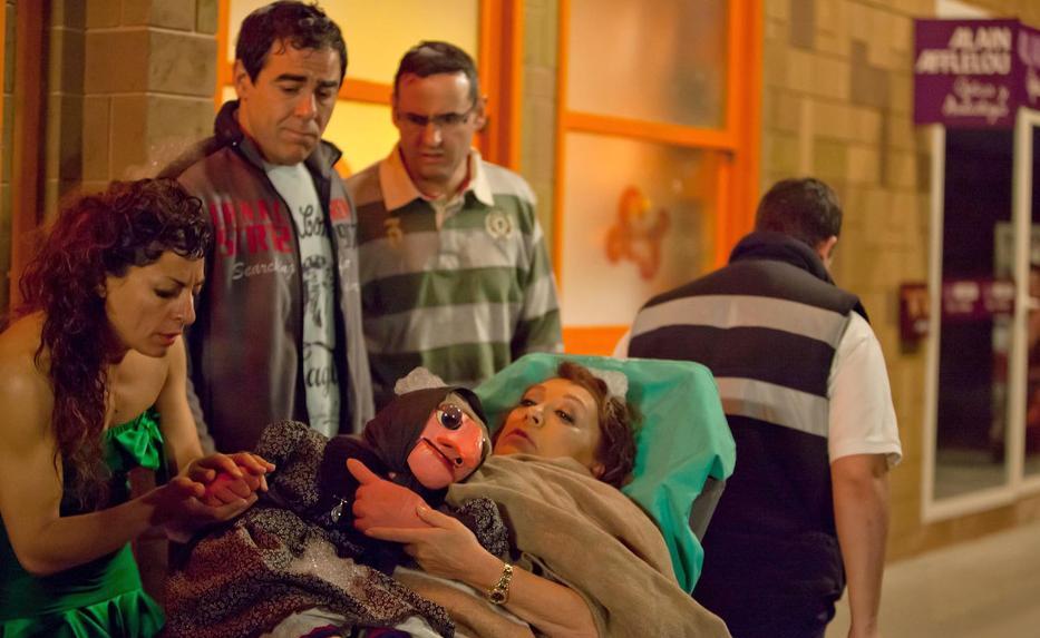 la ventrílocua Mari Carmen, junto a uno de sus famosos muñecos, Doña Rogelia,